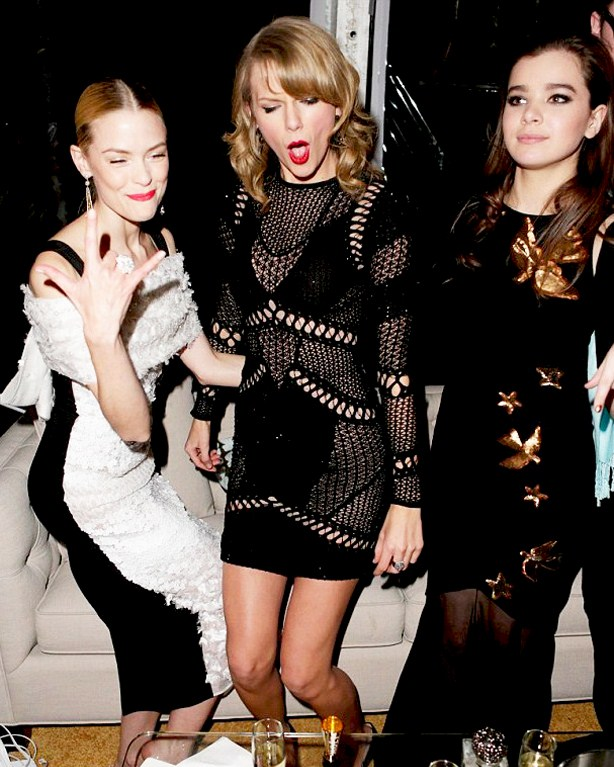 Taylor Swift Hailee Steinfeld Golden Globes Party